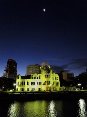 8月6日早朝の原爆ドーム