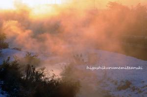立ち上る川霧